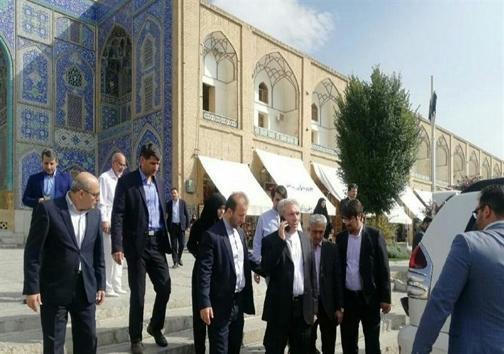 چرا رئیس سازمان میراث فرهنگی با خودرو به میدان نقش دنیا اصفهان رفت؟